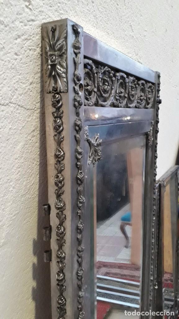 Antigüedades: Armario antiguo de metal repujado estilo Luis XVI. Armario antiguo metálico hierro espejos antiguos. - Foto 5 - 194537333