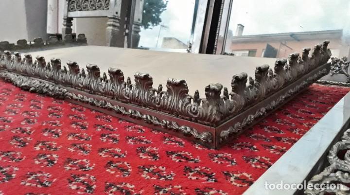 Antigüedades: Armario antiguo de metal repujado estilo Luis XVI. Armario antiguo metálico hierro espejos antiguos. - Foto 10 - 194537333