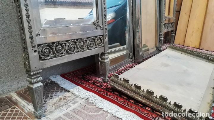 Antigüedades: Armario antiguo de metal repujado estilo Luis XVI. Armario antiguo metálico hierro espejos antiguos. - Foto 11 - 194537333