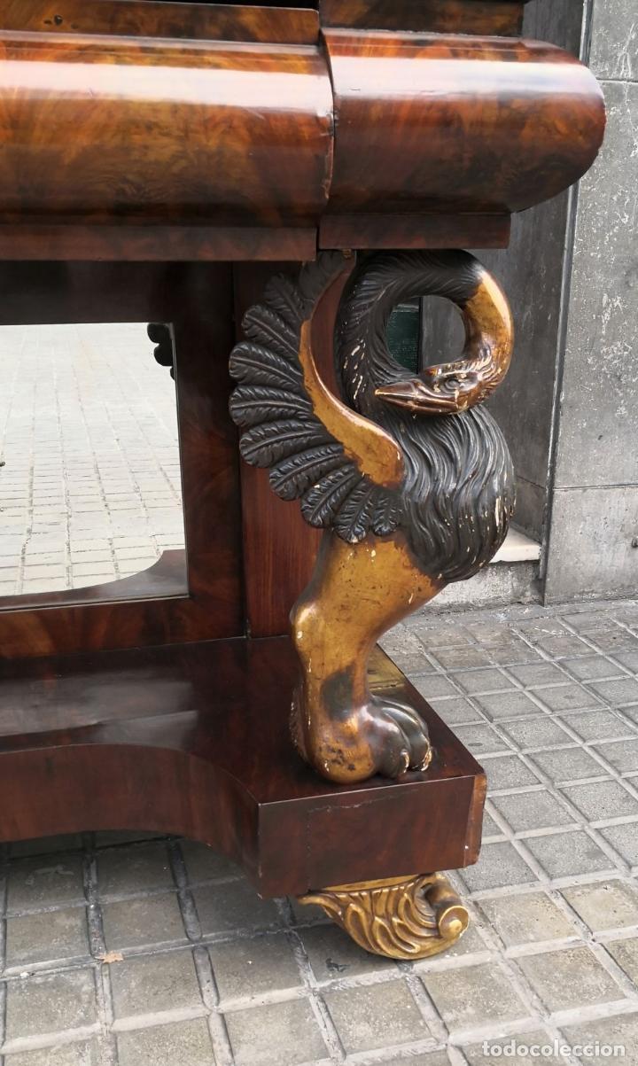 Antigüedades: CONSOLA FERNANDINA. MADERA DE CAOBA Y DORADA. ESPAÑA. SIGLO XIX. - Foto 7 - 194566456