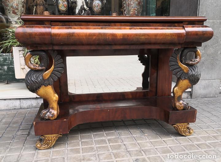 CONSOLA FERNANDINA. MADERA DE CAOBA Y DORADA. ESPAÑA. SIGLO XIX. (Antigüedades - Muebles Antiguos - Consolas Antiguas)