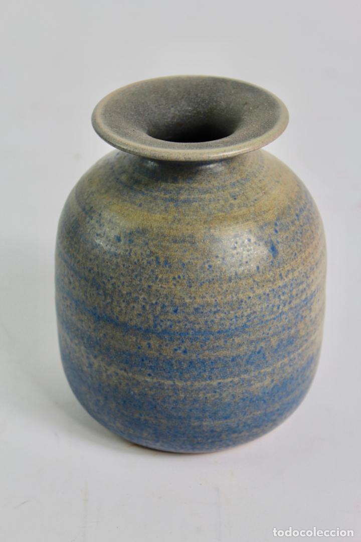 JARRON DE CERAMICA ESMALTADA. FIRMADO TORQUEMADA. S.XX. (Antigüedades - Porcelanas y Cerámicas - Catalana)
