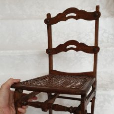 Antigüedades: MUY BONITA SILLA ANTIGUA DE REJILLA PLEGABLE DE NIÑO. Lote 194576722