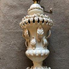 Antigüedades: LAMPARA CERÁMICA MANISES BLANCA. Lote 194578157