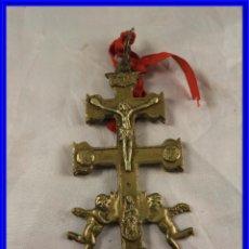 Antigüedades: CRUZ DE CARAVACA DE BRONCE ANTIGUA. Lote 194578311