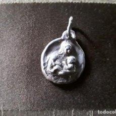 Antigüedades: MEDALLA DE PLATA S. XIX. VIRGEN CON EL NIÑO. Lote 194578462