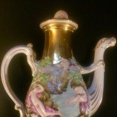 Antigüedades: GINORI/CAPIDIMONTE. CAFETERA EN PORCELANA Y ORO. FINALES XIX. PUNZÓN N CORONADA. Lote 194589707