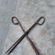 Antigüedades: TENAZAS PARA MOLDEAR EL CABELLO. Lote 194597996