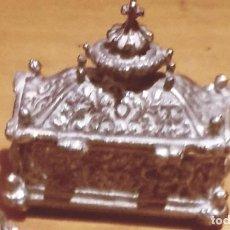 Antigüedades: COFRE PASTILLERO DE ALPACA . Lote 194600391