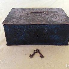 Antigüedades: ANTIGUA CAJA DE CAUDALES DE HIERRO, CON DOS LLAVES, DEFECTOS. Lote 194601982