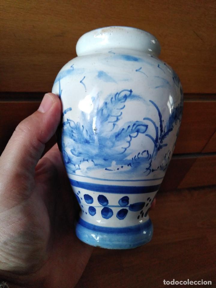 Antigüedades: Bonito Jarrón antiguo en cerámica de Manises. Sellado V G. 15 cm. - Foto 2 - 194602113
