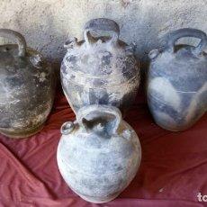 Antigüedades: 4 ANTIGUOS PIPORROS O BOTIJOS PARA AGUA DE ARCILLA NEGRA SELLADOS DE DISTINTOS TAMAÑOS. Lote 194602812