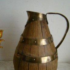 Antigüedades: MUY ANTIGUA JARRA SIGLO XVIII DE MADERA Y LATON SIGLO XIX PESO 877 GRAMOS ALTURA 26,7 CM. Lote 194610327