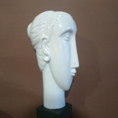 Antigüedades: BUSTO MUJER PORCELANA BLANCA 40 CM. Lote 194611772