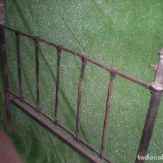 Antigüedades: CABECERO DE CAMA METALICO, ANCHO 105CM X 80CM ALTURA. Lote 194614518