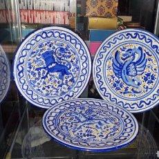 Antigüedades: LOTE 3 PLATOS ANTIGUOS PINTADOS A MANO. Lote 194617636