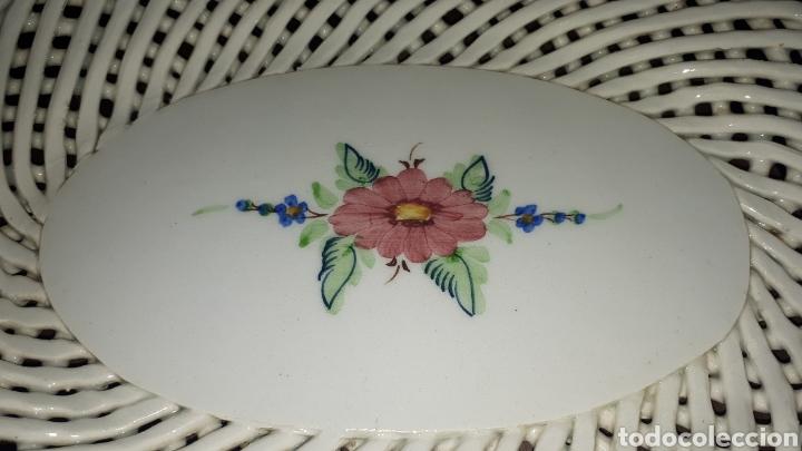 Antigüedades: Preciosa ensaladera dulcera fuente porcelana MANISES sin marcar - Foto 2 - 194620196