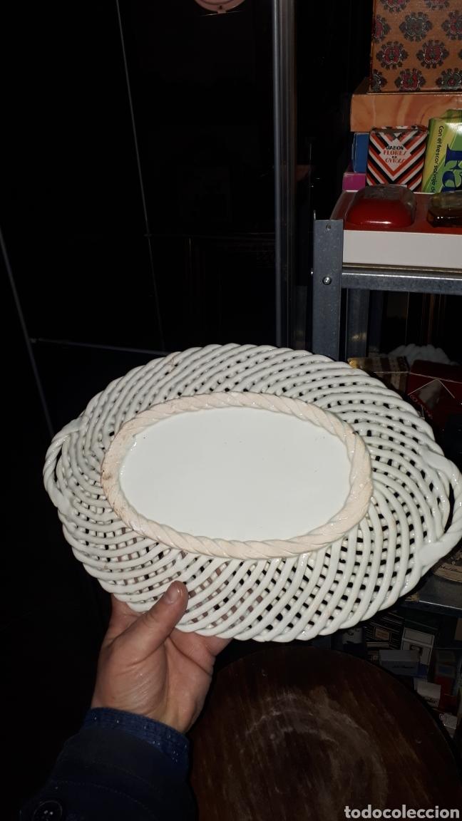 Antigüedades: Preciosa ensaladera dulcera fuente porcelana MANISES sin marcar - Foto 3 - 194620196