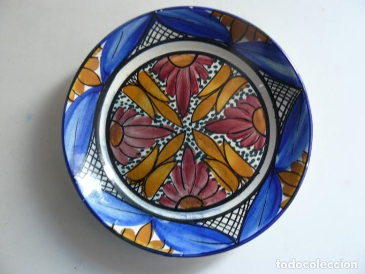 PLATO DE CERÁMICA PINTADO A MANO DE - M. VALERO - TALAVERA (Antigüedades - Porcelanas y Cerámicas - Talavera)