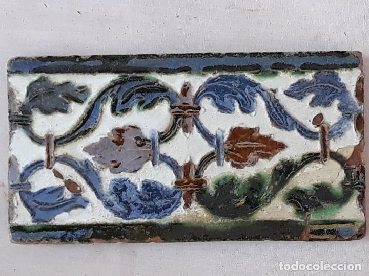 Antigüedades: AZULEJO ANTIGUO DE TOLEDO - ARISTA - MUDEJAR CON INFLUENCIA RENACENTISTA - -SIGLO XVI. - Foto 2 - 194635248