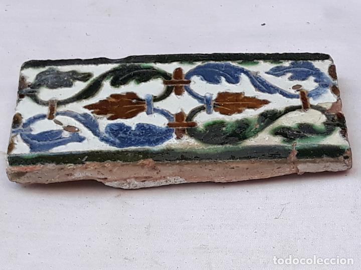 AZULEJO ANTIGUO DE TOLEDO - ARISTA - MUDEJAR CON INFLUENCIA RENACENTISTA - -SIGLO XVI. (Antigüedades - Porcelanas y Cerámicas - Azulejos)