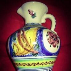 Antigüedades: PUENTE DEL ARZOBISPO ( TOLEDO). ANTIGUA JARRA PINTADA A MANO, SELLADA, 24 CM ALTURA. Lote 194641837