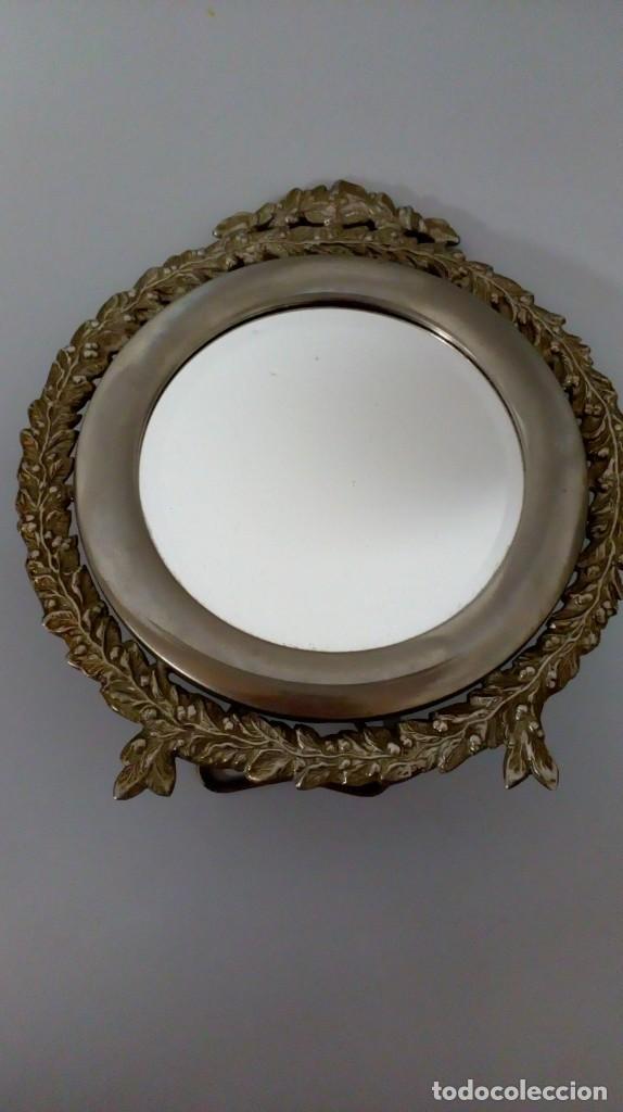 Antigüedades: ANTIGUO ESPEJO DE TOCADOR PLATEADO ORLADO CON MOTIVO FLORAL - Foto 7 - 194642890