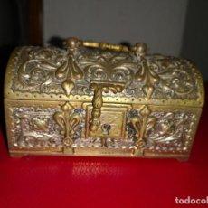 Antigüedades: ANTIGUA CAJA BRONCE SIGLO XIX BRONCE MACIZO MUY LABRADA.. . Lote 194647705
