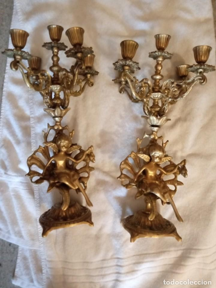 PAREJA DE CANDELABROS 5 VELAS TODO COBRE EXCELENTE CONDICIÓN. (Antigüedades - Hogar y Decoración - Portavelas Antiguas)