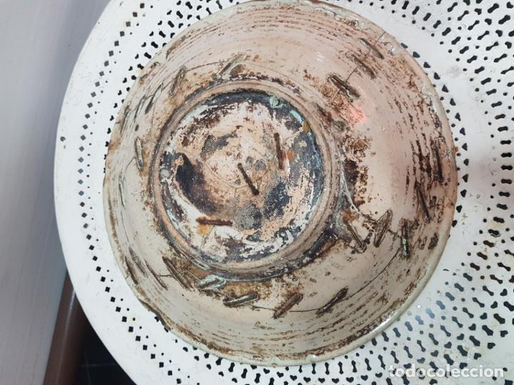 Antigüedades: Gran plato de ceramica de Talavera siglo XVIII de la serie las golondrinas. - Foto 6 - 194667853