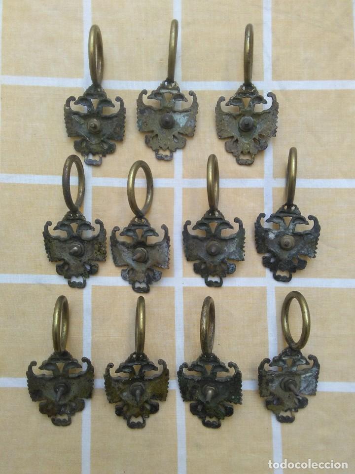 Antigüedades: antiguas anillas con aguila de laton o bronce años 30 o 40 para barra de cortinas - Foto 3 - 194673826