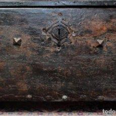 Antigüedades: COFRE MEDIEVAL ESPAÑOL EN NOGAL DEL SIGLO XV. Lote 194675905