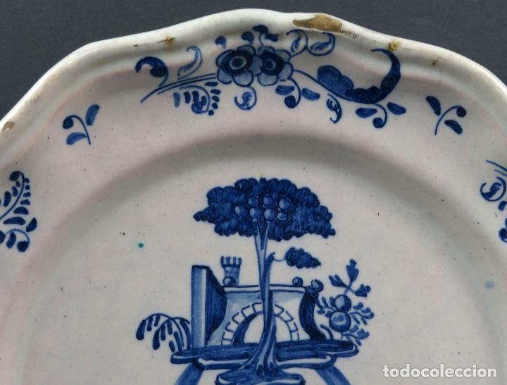 Antigüedades: Bacia de barbero en cerámica de Talavera Ruiz de Luna serie arquitecturas blanca y azul hacia 1900 - Foto 2 - 194678525
