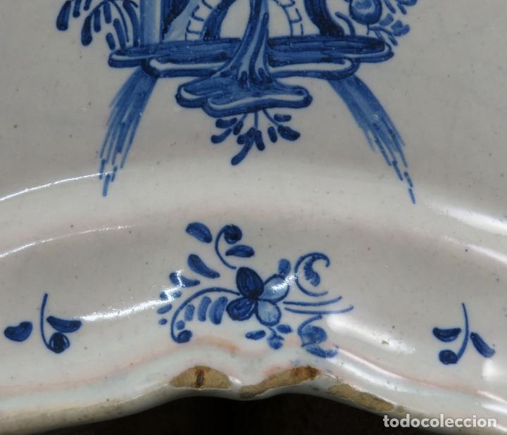 Antigüedades: Bacia de barbero en cerámica de Talavera Ruiz de Luna serie arquitecturas blanca y azul hacia 1900 - Foto 3 - 194678525
