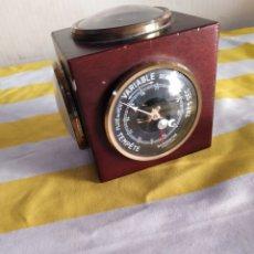Antigüedades: BARÓMETRO DE SOBREMESA TRES CARAS VINTAGE. Lote 194680570