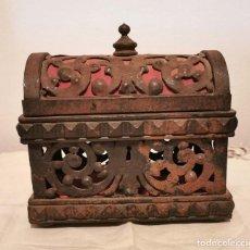 Antigüedades: COFRE. HIERRO FORJADO Y SEDA. ESPAÑA. PRINC. S. XX. Lote 194685770