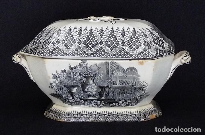 SOPERA OCHAVADA ESTAMPADA CON ¨JARDÍN EUROPEO CON JARRONES¨. (Antigüedades - Porcelanas y Cerámicas - Cartagena)