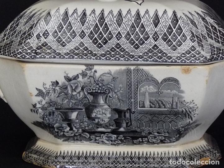 Antigüedades: Sopera ochavada estampada con ¨Jardín europeo con jarrones¨. - Foto 2 - 194687568