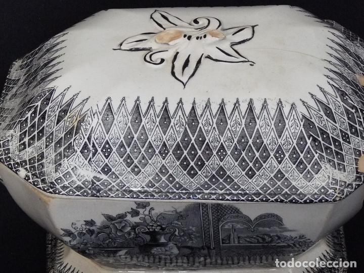 Antigüedades: Sopera ochavada estampada con ¨Jardín europeo con jarrones¨. - Foto 5 - 194687568