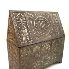 Antigüedades: ARQUETA DE ESTAÑO REPUJADO SIGUIENDO MODELOS MEDIEVALES - AÑOS 60. Lote 194699375