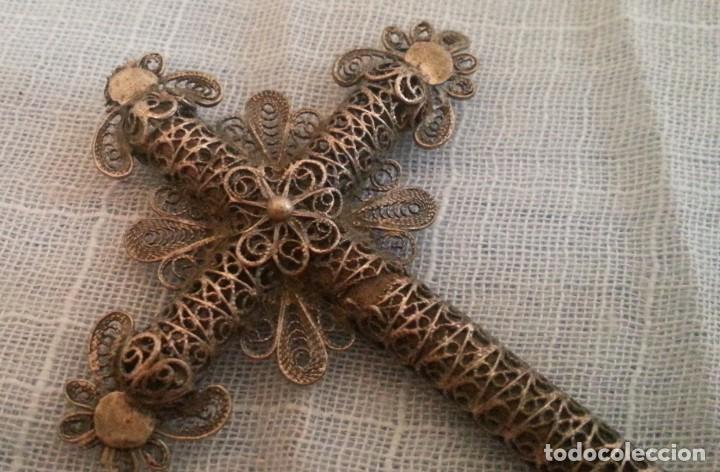 Antigüedades: Cruz en metal con decoración en filigrana - Foto 2 - 194702605