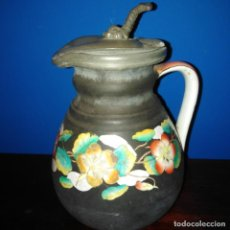 Antigüedades: JARRA DE PORCELANA ESMALTADA, CON BONITA TAPA DE PELTRE, AÑOS 20. Lote 194704311