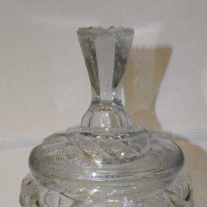 Antigüedades: BOMBONERA DE CRISTAL DE BOHEMIA DE CHECOSLOVAQUIA. TALLADO. Lote 194708242