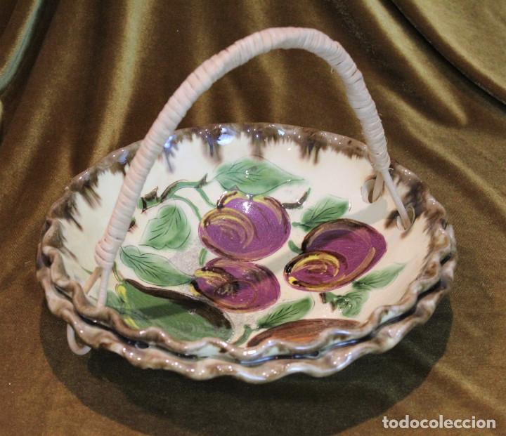 CESTA FRUTERO CERÁMICA DE LA BISBAL,ASA DE MIMBRE. (Antigüedades - Porcelanas y Cerámicas - La Bisbal)