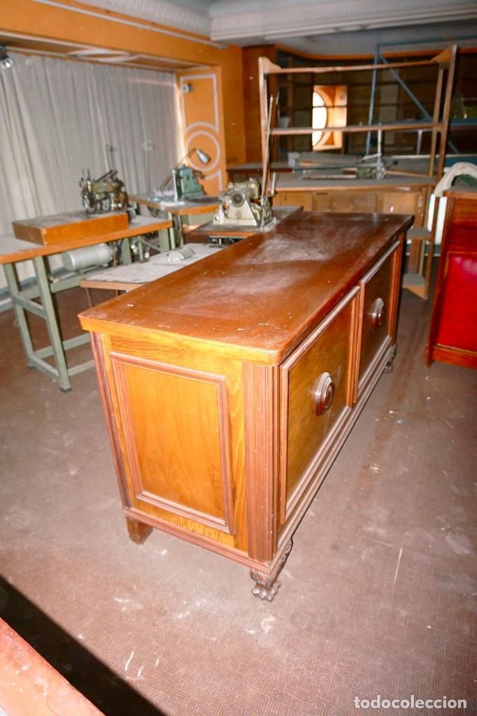 Antigüedades: mostrador vintage baldas madera antiguo mueble tienda comercio - Foto 2 - 194718813