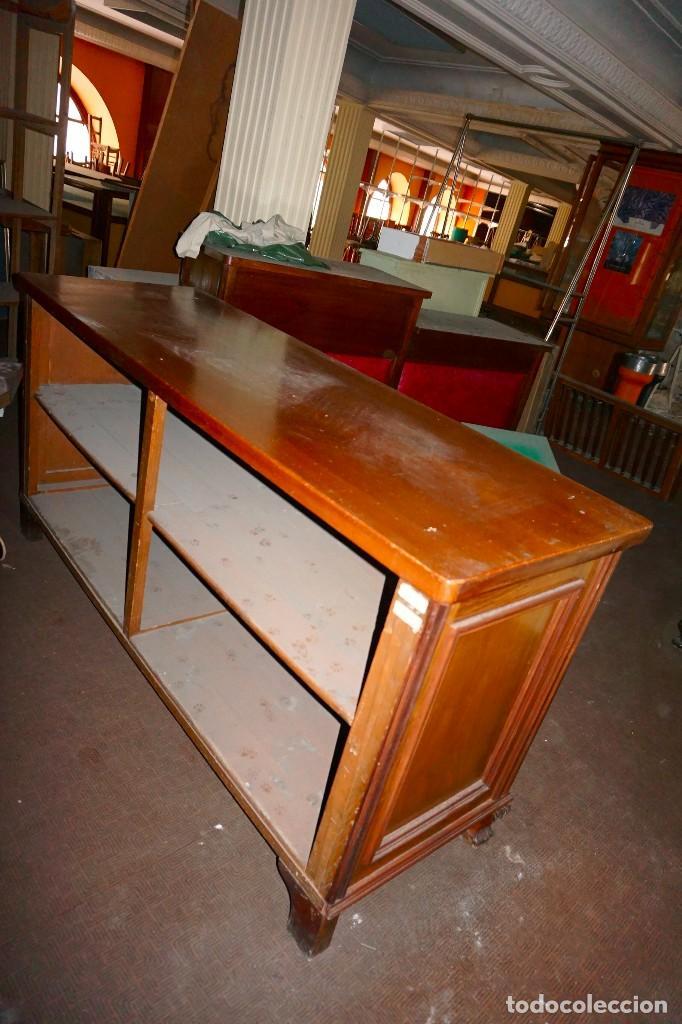 Antigüedades: mostrador vintage baldas madera antiguo mueble tienda comercio - Foto 3 - 194718813