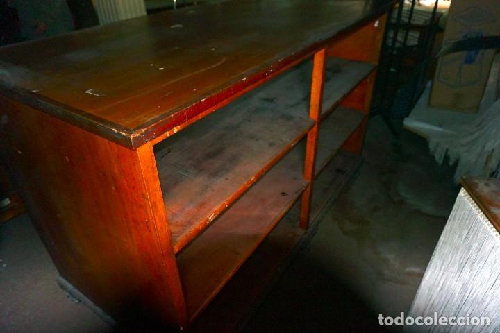 Antigüedades: Mesa de comercio vintage de madera tienda mostrador - Foto 2 - 194719842