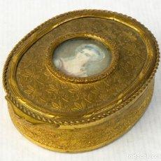 Antigüedades: CAJA EN METAL DORADO CON MINIATURA PINTADA FINALES SIGLO XIX. Lote 194722695