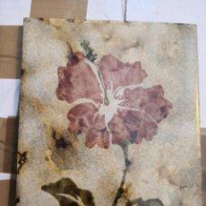 Antigüedades: ANTIGUO AZULEJO FABRICA ESPAÑOLA AZULINDUS FLOR ESMALTE BRILLO HORNEADO . Lote 194723115
