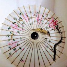 Antigüedades: SOMBRILLA JAPONESA PINTADA A MANO DE SEDA . Lote 194724303
